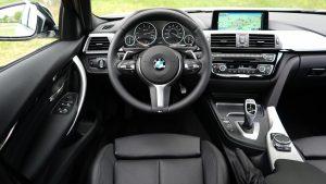 KFZ Multimedia in einem modernen Fahrzeug